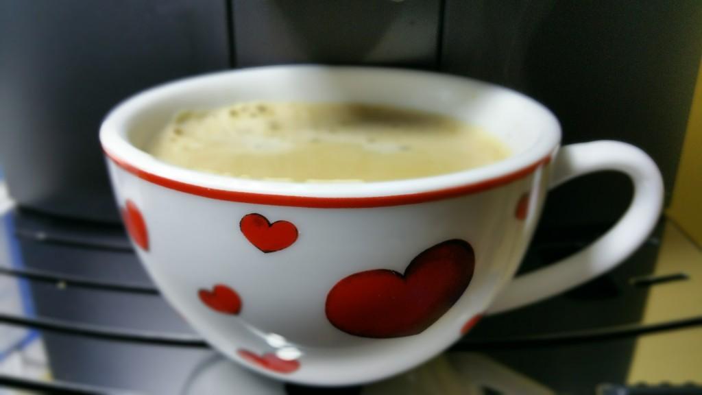 Morgens eine Tasse Kaffee trinken