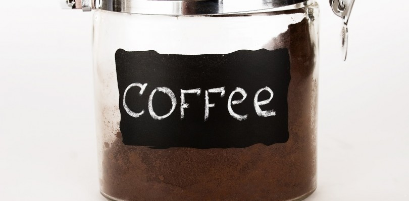 Kaffee im Behälter